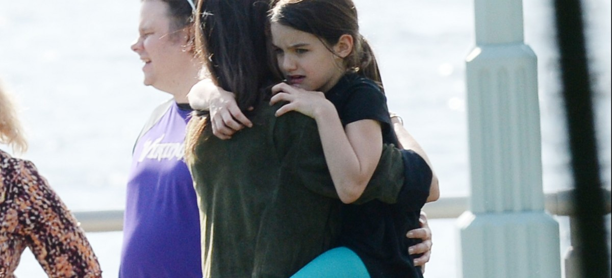 Katie Holmes brings Suri Cruise to Hillary Clinton fundraiser co-hosted by Chelsea Clinton and Drew Barrymore