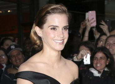 Emma Watson embarrassed by 'steamy' ringtone that went off during interview (Video)