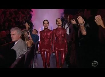 The Veronicas perform topless on Australian awards show (Video)