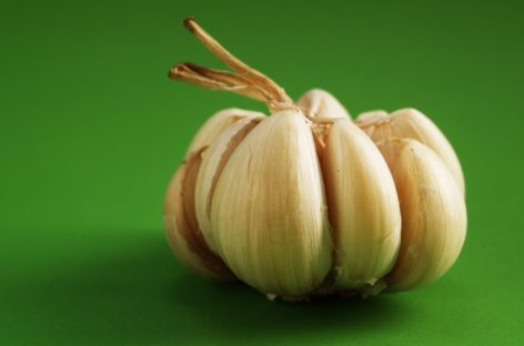 10 healthy garlic meals to cook on National Garlic Day!